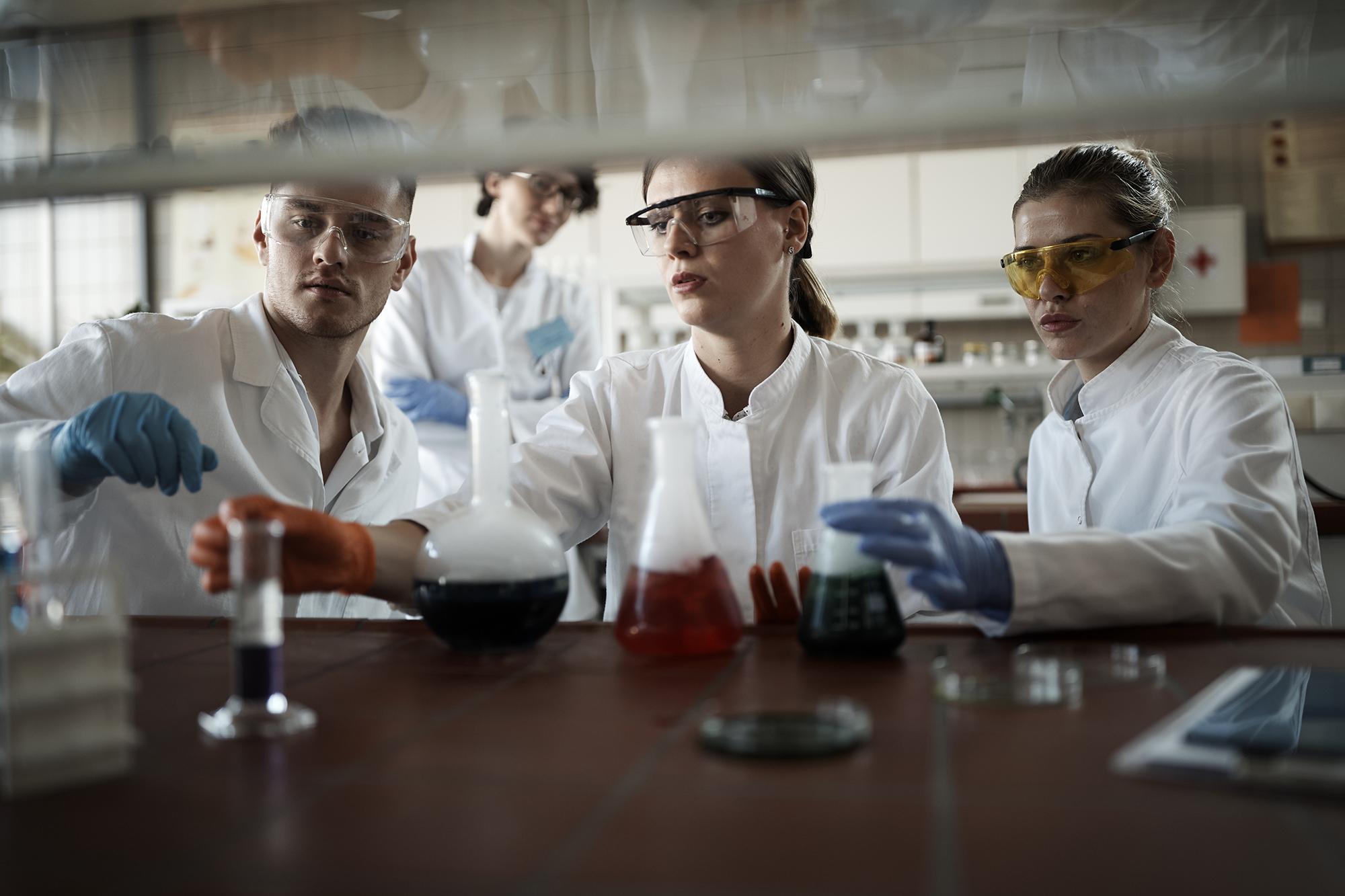 Laboratorije